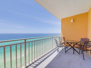 Gulf-front condo w/ beach access & shared pool/hot tub/lazy river/waterpark!