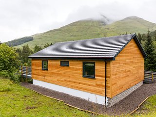 Beautiful 5 star chalet with spectacular loch and mountain views