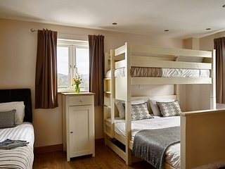 Rhos Room - Cambrian House - Cosy room sleeps 4 with uninterrupted country views