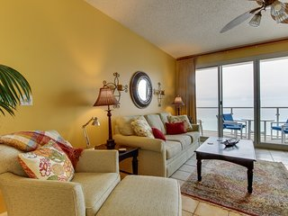 Amazing Gulf view from this cozy condo w/ a shared pool, gym, & beach access