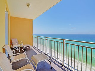 Superbly-located beachfront condo near attractions plus shared pool & gym