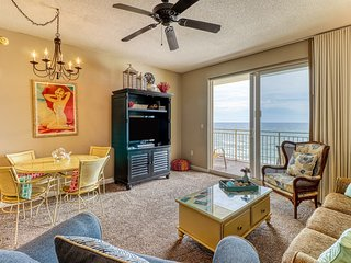 Artsy beach condo w/ amazing views, shared bi-level pool, & gym - near the beach