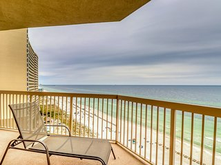 Gulf front condo with private balcony & beach views - pool, hot tub & gym!