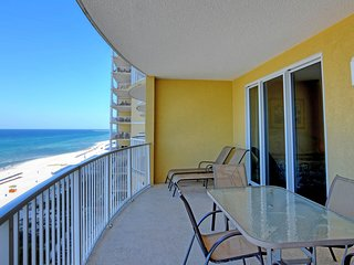 Beautiful condo, balcony, sauna & pool access!