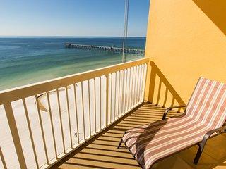 High rise condo w/ shared pool, walk to the beach, ocean views!