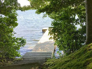 Mashpee Heaven: Lakefront Cottage w/ Private Pier & Big Patio