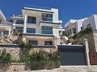 Villa Kisla Falls Kalkan sleeps 8/9 private pool, infinity roof terrace, netflix