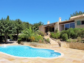 Holiday house with pool (GRI115)