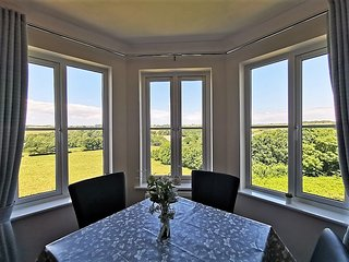 Valley View: Fowey 2Bed Apartment with Countryside Views, Garden & Parking