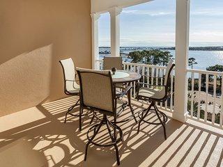Gorgeous bay view condo w/ shared hot tub & pool - near beaches/golf!