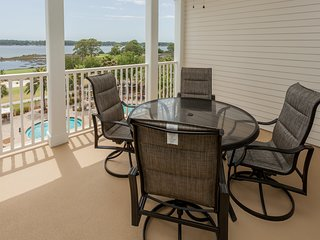 Fifth-floor condo w/ gorgeous views, shared hot tub & huge lagoon pool!