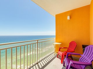 Beachfront resort condo w/ pools, hot tub & seasonal beach service!