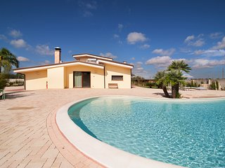4 bedroom Villa with Pool, Air Con and WiFi - 5806901
