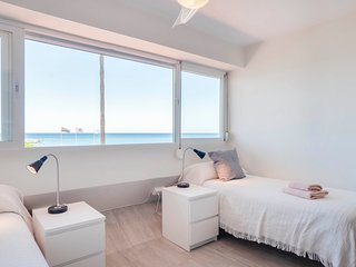 Eden Roc Beachfront Apartment - E3