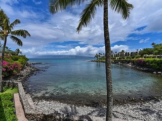 Gorgeous condo #203 1 bdr + loft bdr, 2 ba! Full view of Honokeana Cove.