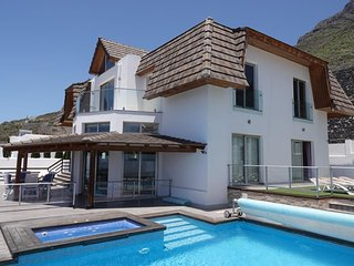 Fantastic 7 Bedroom Villa with Heated Pool, Jacuzzi, Sea Views and Games Room