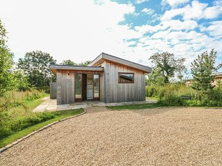BARROWDEN, one en-suite, dog-friendly, Exton