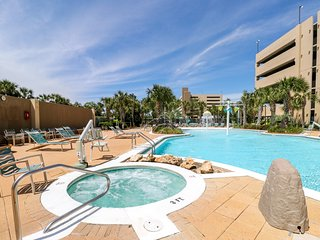 Waterfront condo w/ shared pools, hot tub, Tiki bar, & on-site Starbucks