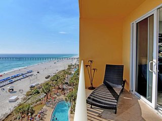 Waterfront condo w/ spectacular views plus shared pools, gym, & Tiki bar