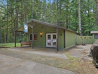 NEW LISTING! Cozy & comfortable home w/ large deck & firepit - dogs welcome!