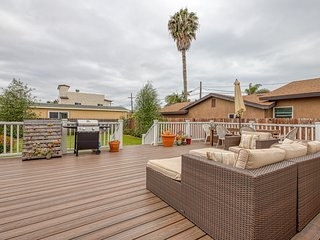 Updated family home w/ spacious furnished deck & huge enclosed yard!
