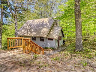 Cozy home in great location w/ gas stove  & outstanding views - dogs OK!