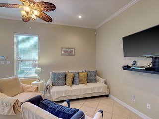 Comfortable condo just a half block from the beach & entertainment!