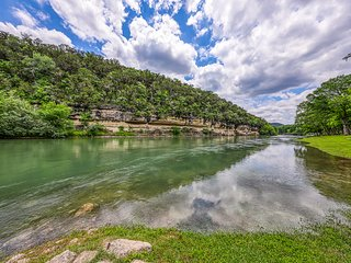 Waterfront condo w/shared pool & large patio - on the Guadalupe River!