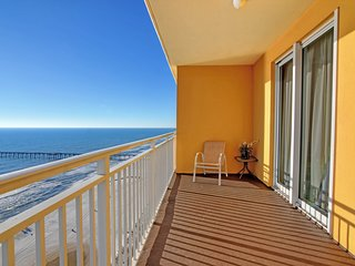 Waterfront condo w/ a balcony overlooking the Gulf - shared pool & gym on-site