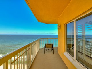 Walk to white sands, beach view unit, shared pool!