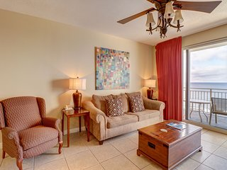 Charming beach view condo w/ shared pool, sundeck, grilling area, & gym