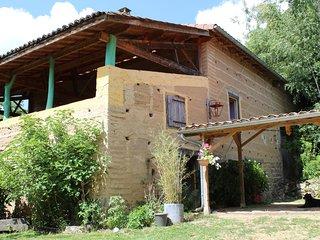 Chez Tival, Grange atypique de 1850 foret et ruisseau, en campagne au calme