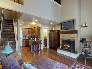 Charming condo w/ access to a shared hot tub, pool, sauna, & more - near skiing