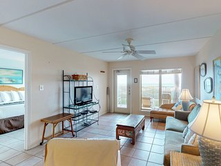 Waterfront condo w/ shared hot tub, tennis court, and pool!