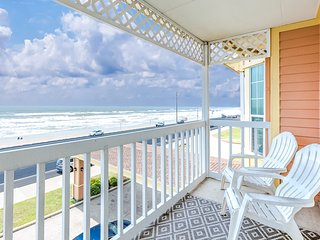 Gulf-front condo w/ great views and the beach right across the road