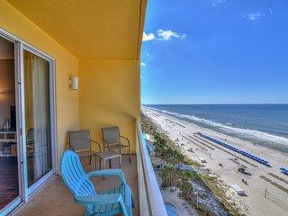 Beachfront condo w/ majestic Gulf view & shared pools/gym - steps to Pier Park!