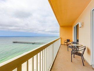 Spacious gulf front condo w/beach views, shared pools, Tiki Bar, & gym