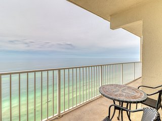 1BR condo w/ free seasonal beach service - pools, hot tub & sauna on-site!