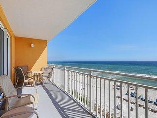 Enjoy this beachfront condo w/ seasonal beach service, pools, hot tub & arcade!