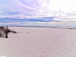 New Listing! Beautiful gulf front condo w/shared pool & beach access