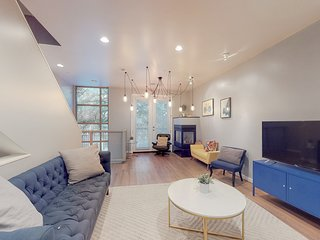 NEW LISTING! Bright, Dallas townhome w/ a balcony & rooftop patio - dogs OK!
