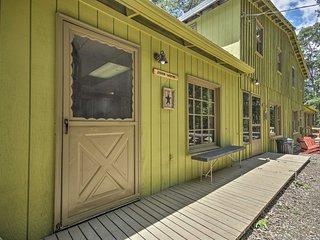 John Wayne' Apt- Deck, BBQ, Horses On Site!
