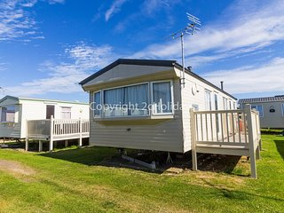 8 berth caravan for hire with decking, Heacham holiday park, Norfolk ref 21036H