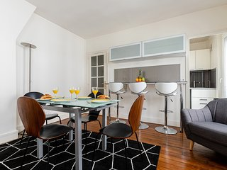 080. HEART OF THE LEFT BANK BY ST GERMAIN DES PRES AND MONTPARNASSE - LOVELY 1BR