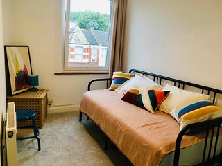 Bright apartment in leafy North London, sleeps 6