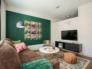 Relaxing 1BR | Downtown Austin #347 by WanderJaunt