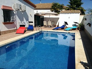 Casa Rosa Blanca, family villa, private pool and garden, near beach and golf