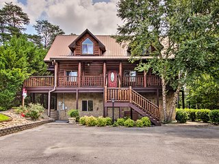 Sevierville Cabin w/Hot Tub, Deck, & Mtn Views!