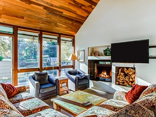 Cozy chalet w/ private patio - close to Silver Star Ski Lift