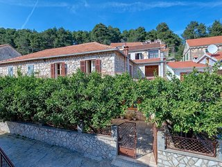 Four bedroom house Svirce (Hvar) (K-17682)